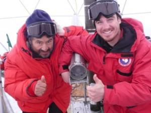 Felix e Roberto visibilmente soddisfatti per aver appena recuperato il carotiere termico