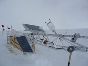 La stazione meteorologica che sara montata sopra il foro dal gruppo di Ted Scambos