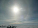 Memorie antartiche: effetto ottico dovuto all'interazione dei raggi solari coi cristalli di ghiaccio della sottile aria Antartica