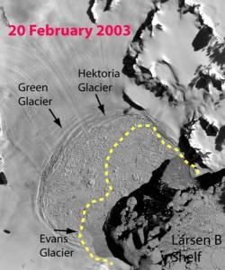 La piattaforma di ghiaccio Larsen B durante la frantumazione nel 2003 e a sinistra i ghiacciai che l'alimentavano e che subito dopo il collasso hanno cominciato ad accelerare verso il mare